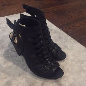 Black Vince Camuto heal
